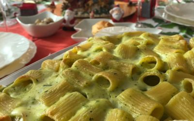 Pasta al forno con zucchine, salmone e provola affumicata