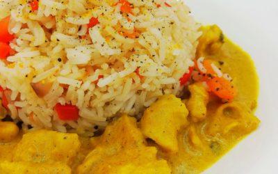 Pollo al curry con riso basmati e peperoni rossi di Daniela Cocilova